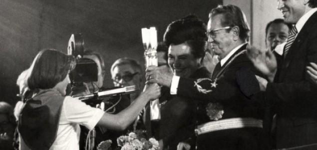 Tito receives Stafeta mladosti